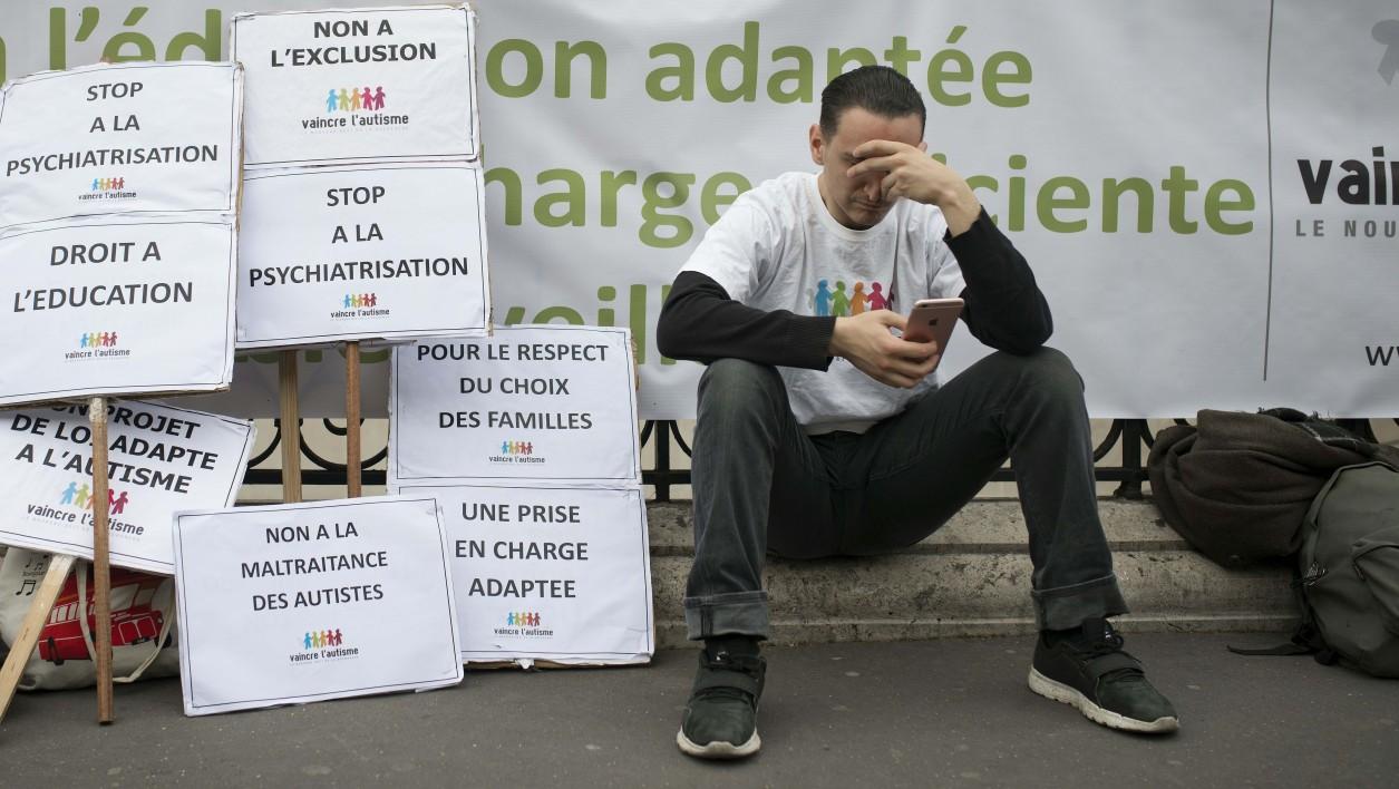 """Autisme: le président de """"Vaincre l'autisme"""" en grève de la faim"""